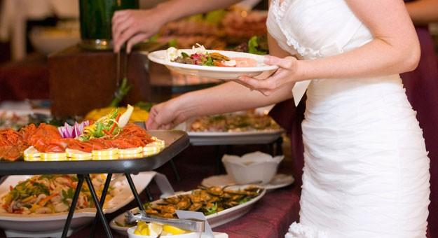 صورة اتيكيت الطعام , كيفية الاكل بطريقه راقيه 4236 1