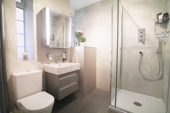 بالصور ديكورات حمامات صغيرة جدا وبسيطة , افكار لتنظيم الحمامات الصغيره 4364 6