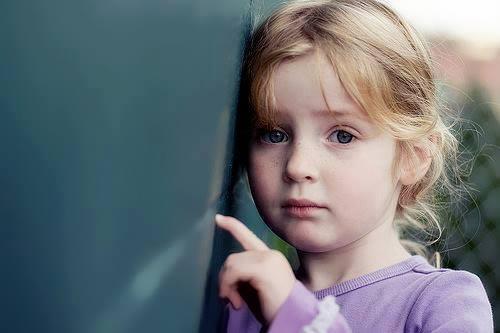 بالصور طفلة حزينة , دموع وحزن الاطفال 4543 1