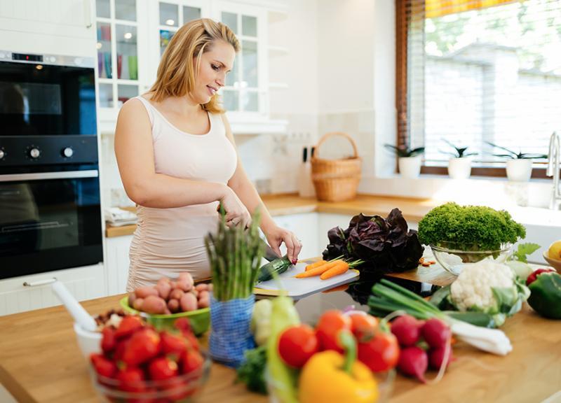 صوره تغذية الحامل في الشهر الاول , ما هو الغذاء المناسب للحامل في شهرها الاول