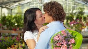 صوره قبلة حب ساخنة , انواع القبل في الغرب