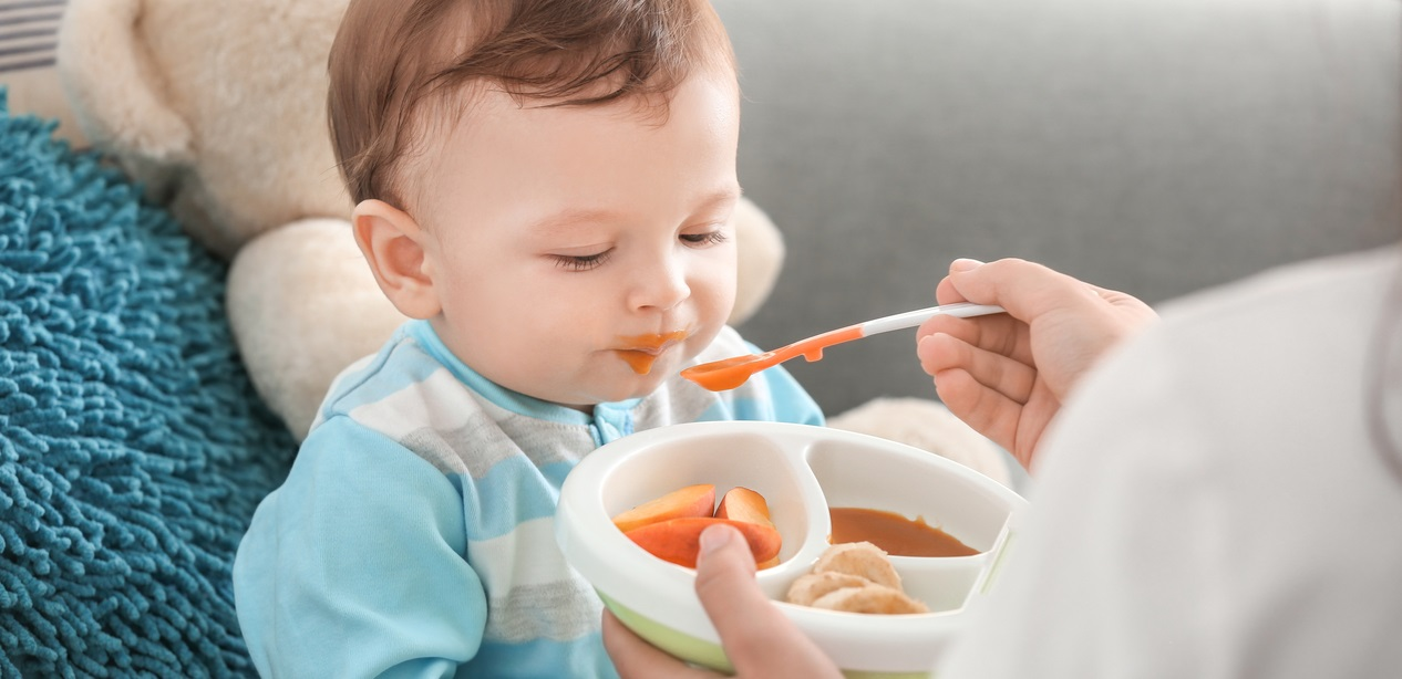 صوره متى ياكل الرضيع , الوقت المناسب لاكل الرضيع
