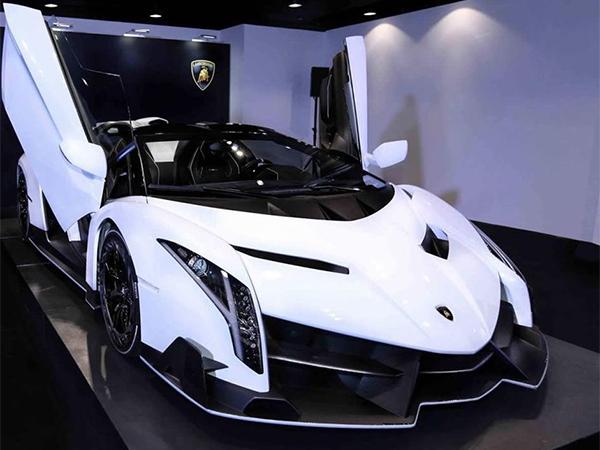 صورة صور سيارات فخمة , فخامة القيادة تبدا من سيارة فخمة