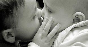 بالصور صور احضان وبوس , خلفيات جميله لاحضان الاطفال 3868 8 310x165
